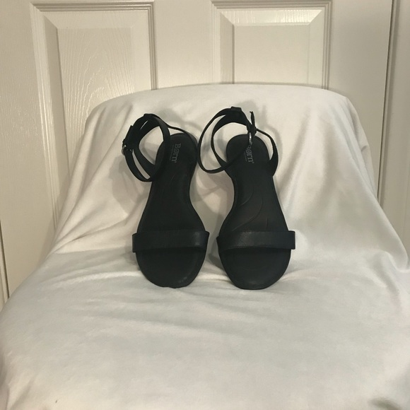 Born Alice Ankle Strap Flat Sandal Size